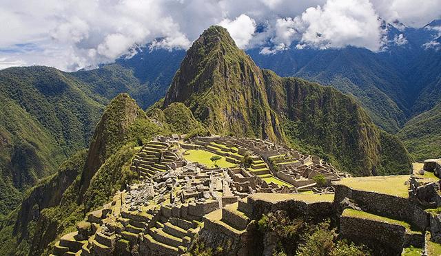 Machu-Picchu-Peru-Clouds