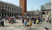 Crowds of tourists in Venice