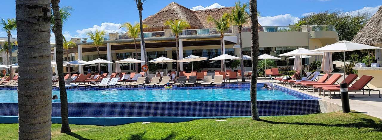 traveling Internationally - Grand Hyatt pool